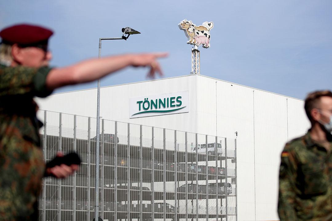 Het leger werd ingezet bij de Duitse varkensslachter Tönnies. - Foto: ANP