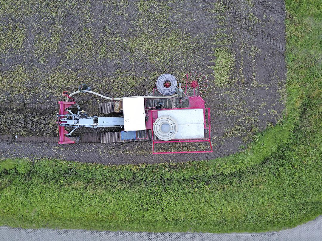 De aanleg van peilgestuurde drainage. - Foto: Bert Jansen