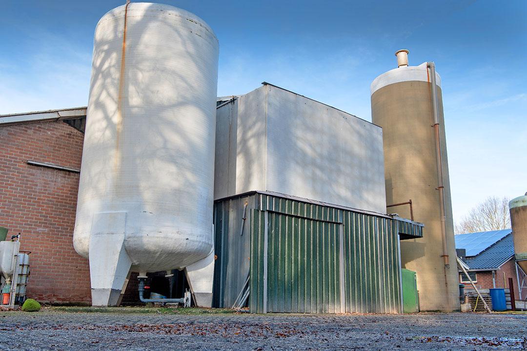 De IPPC-richtlijn heeft betrekking op de grotere varkensbedrijven met meer dan 750 zeugen of 2.000 vleesvarkens. Omdat Nederland voorop loopt met emissiearme huisvesting heeft de actualisatie naar verwachting geen consequenties voor het emissiearme systeem. - Foto: Michel Velderman