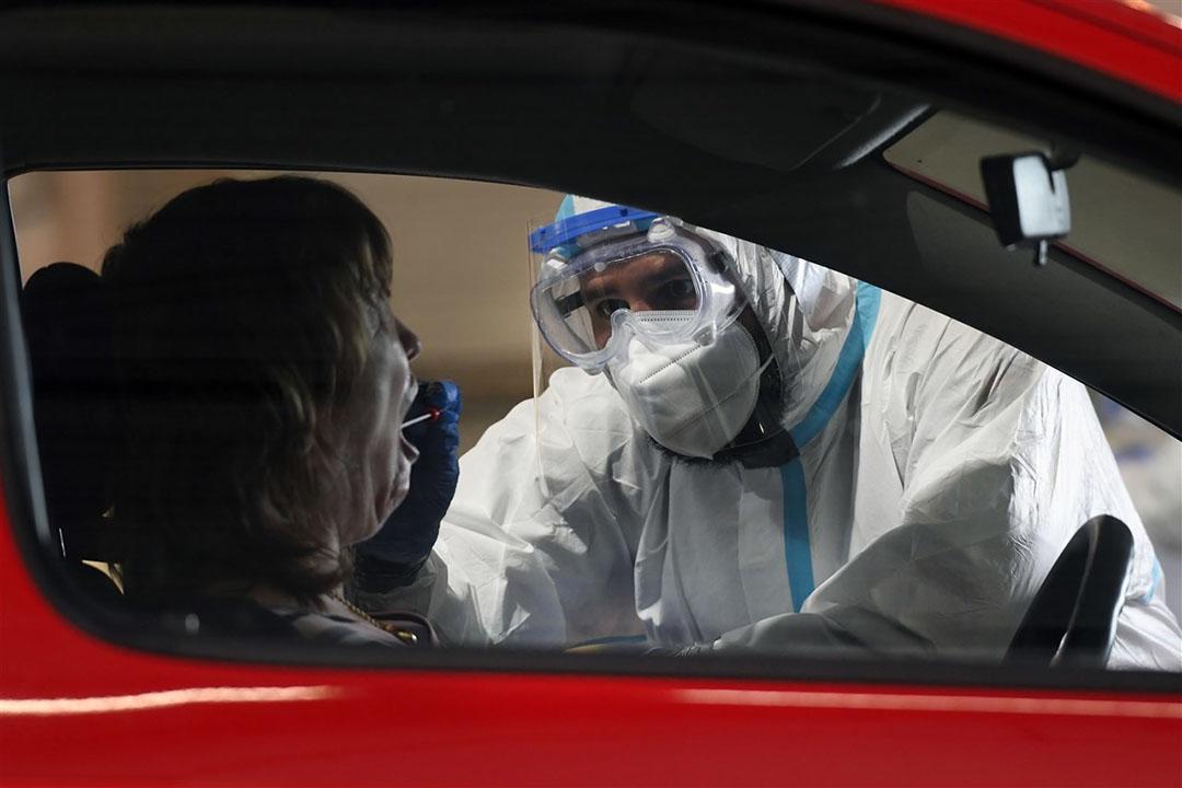 In Duitsland kunnen mensen zich laten testen op het coronavirus na de uitbraak bij een slachterij van Tönnies. - Foto: ANP