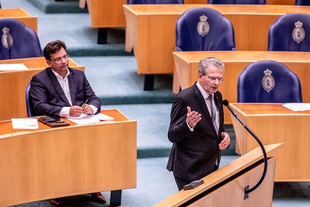 Roelof Bisschop (SGP) en Jaco Geurts (CDA) in het Tweede Kamer-debat tijdens de laatste reguliere bijeenkomst voor het zomerreces over het voorstel van minister Schouten voor stikstofreductie via een voermaatregel. - Foto: ANP