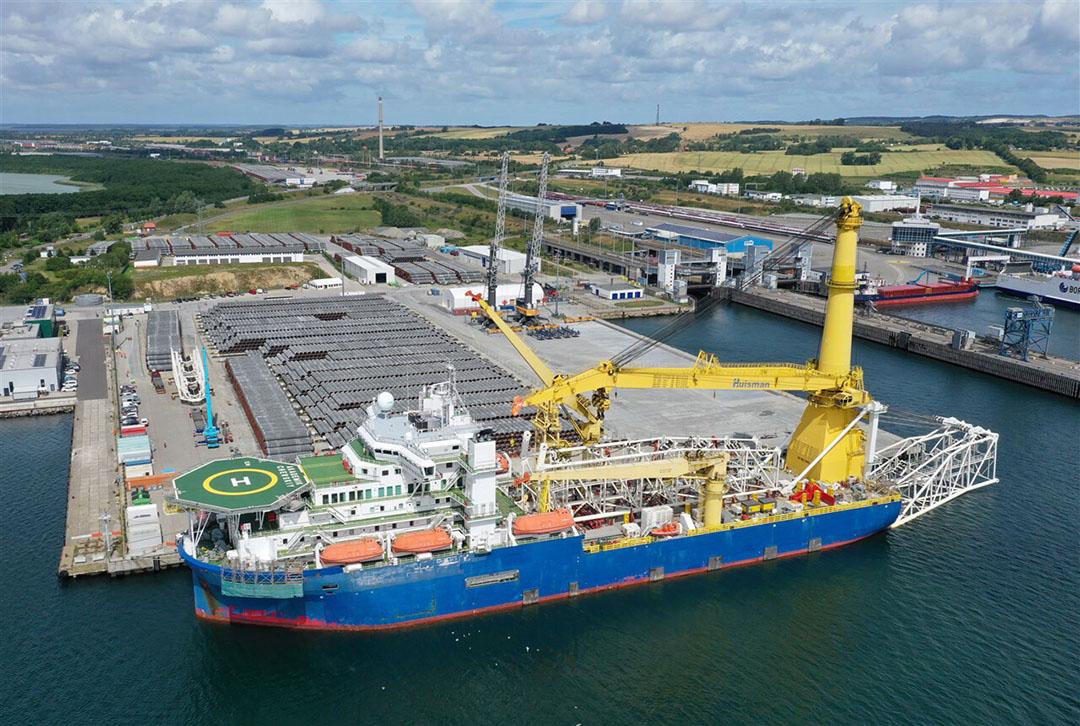 Een Russisch schip in een Duitse haven. Het schip wordt ingezet bij de aanleg van de Nord Stream 2-gaspijplijn. - Foto: Reuters/Axel Schmidt