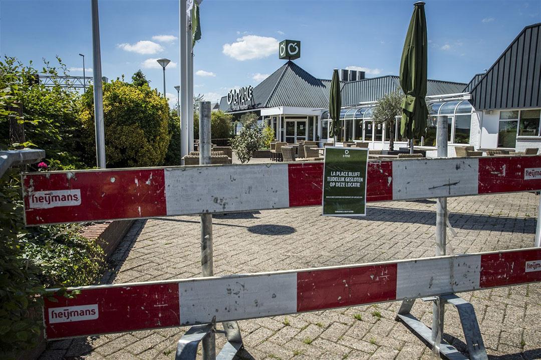 De vanwege coronacrisis gesloten vestiging van La Place aan de snelweg A1 bij Holten. Foto: ANP