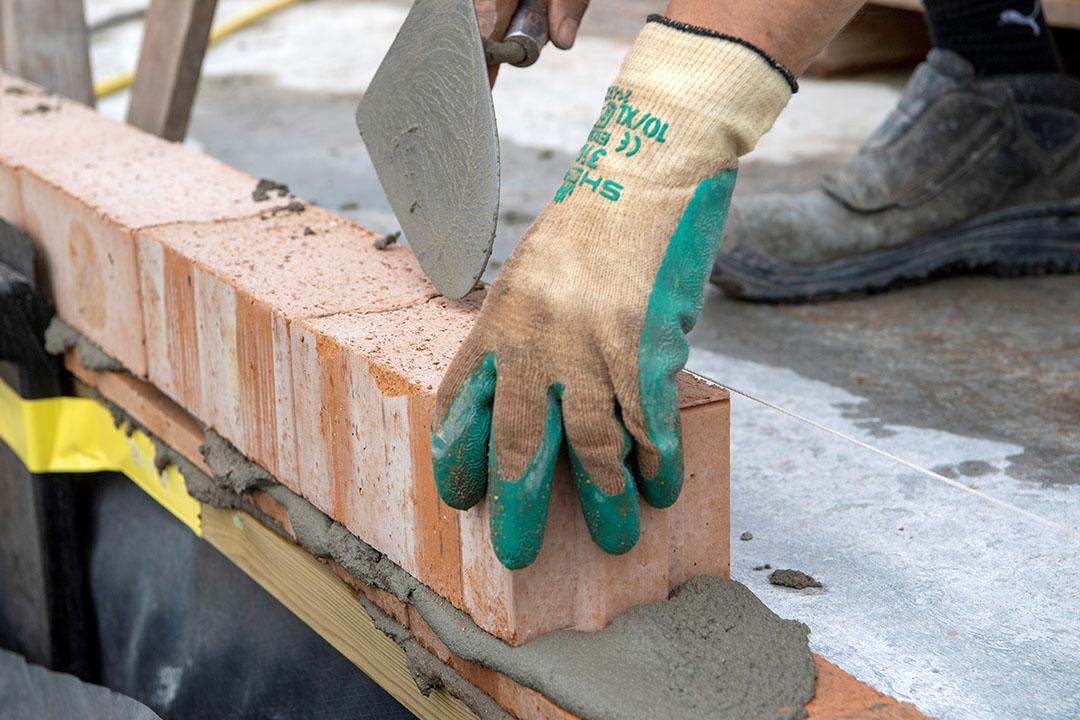 'De bouw kan nu vooruit, ten koste van de landbouw. Daar doen we trouwens ook zelf aan mee'. Foto: Cor Salverius Fotografie