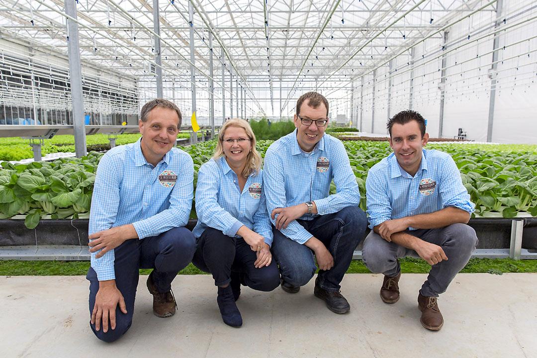 De oprichters van De Proefschuur (vlnr): Jan Varekamp (glastuinder), Anneke Lugtenburg (akkerbouwer), Leen van Marion (akkerbouwer) en Arnout den Ouden (akkerbouwer). - Foto: Roel Dijkstra