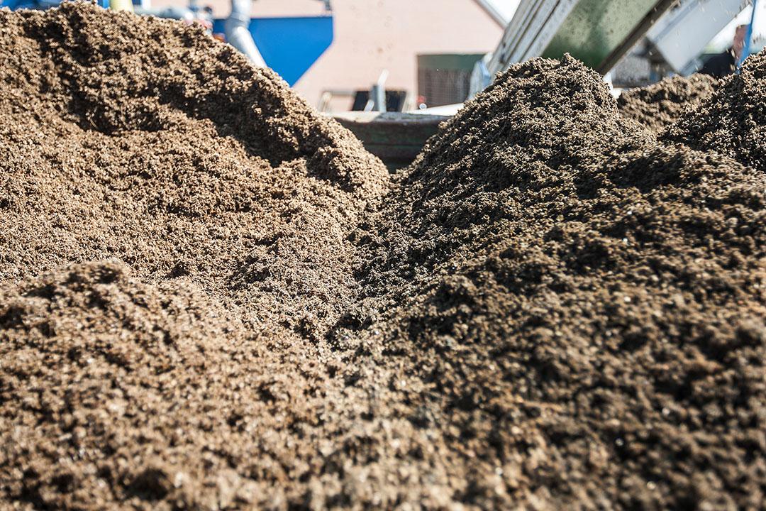 Apparatuur of voorzieningen voor gescheiden opvang van mest en urine in varkens- of rundveestallen staat op de zogenoemde Milieulijst 2020. - Foto: Ronald Hissink
