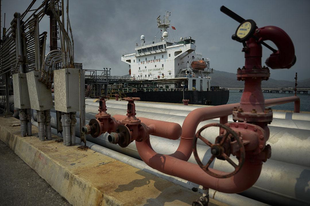 De OPEC-landen parkeren volle olietankers om het olieaanbod in de hand te houden. - Foto: AFP/ANP