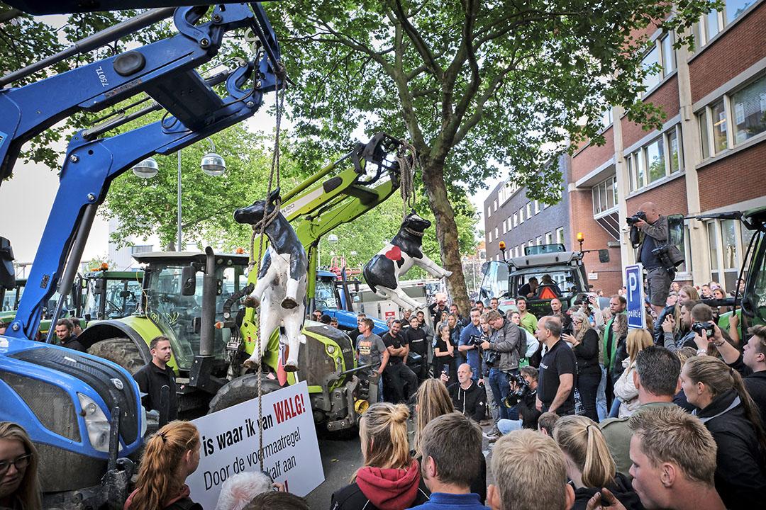 Boeren deden eerder deze week aangifte tegen minister Schouten, uit frustratie tegen de voermaatregel. - Foto: Roel Dijkstra Fotografie