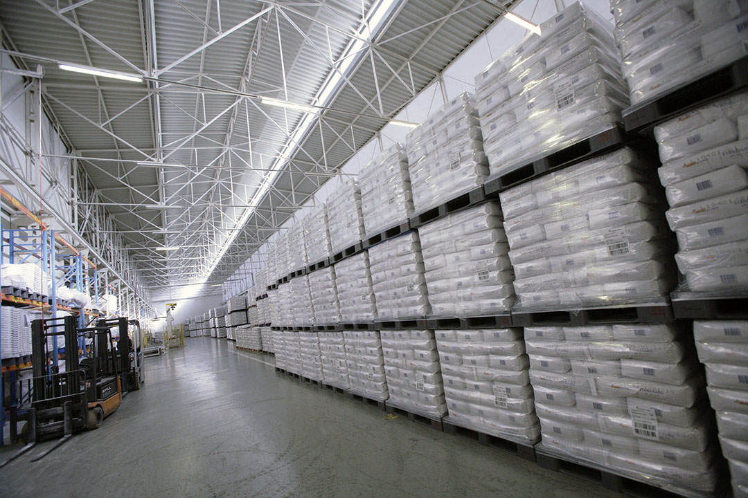 Archiefbeeld van suiker in de fabriek van Suiker Unie in Dinteloord. - Foto: Koos Groenewold