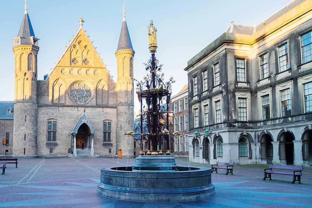 Een ministerie is een soort fontein met allerlei verschillende stromen die in dezelfde vijver uit moeten komen. - Foto: Canva/neirfy