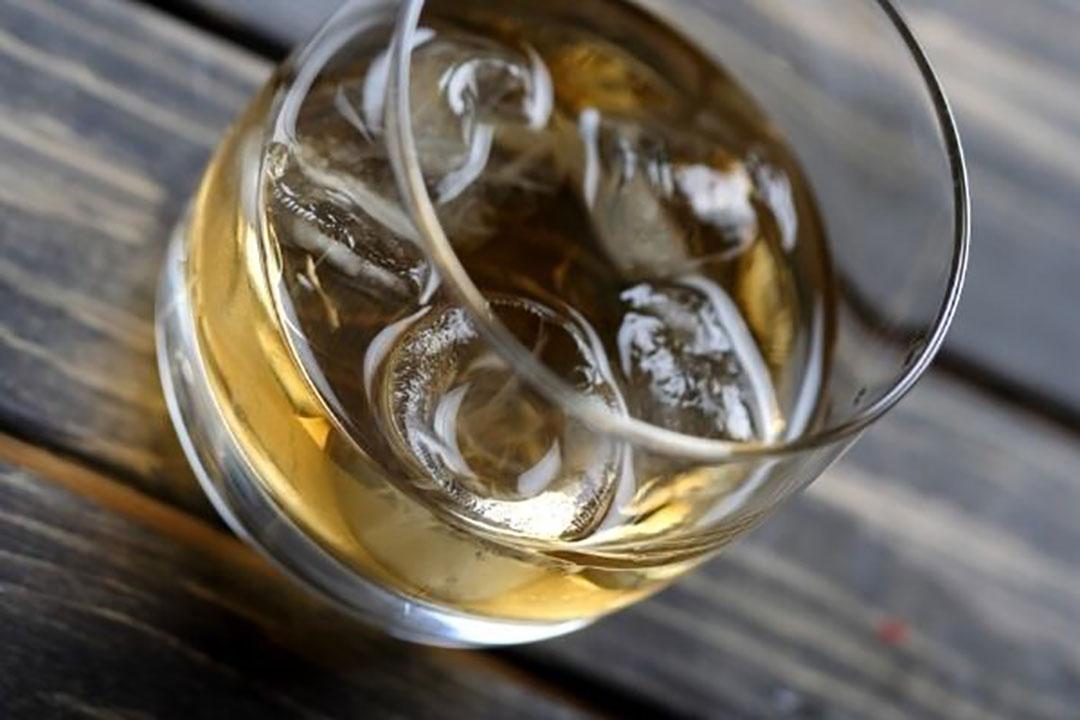 De grootste daling doet zich voor bij alcoholische dranken, met name whiskey, waarvan de export in de eerste vijf maanden van dit jaar met ruim 21% is gedaald. Foto: Canva