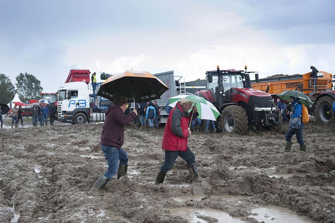 De aardappelfestatie van 2017 viel, net als die in 2013, in het water. Een plan B voor slecht weer was er niet. - Foto: Mark Pasveer