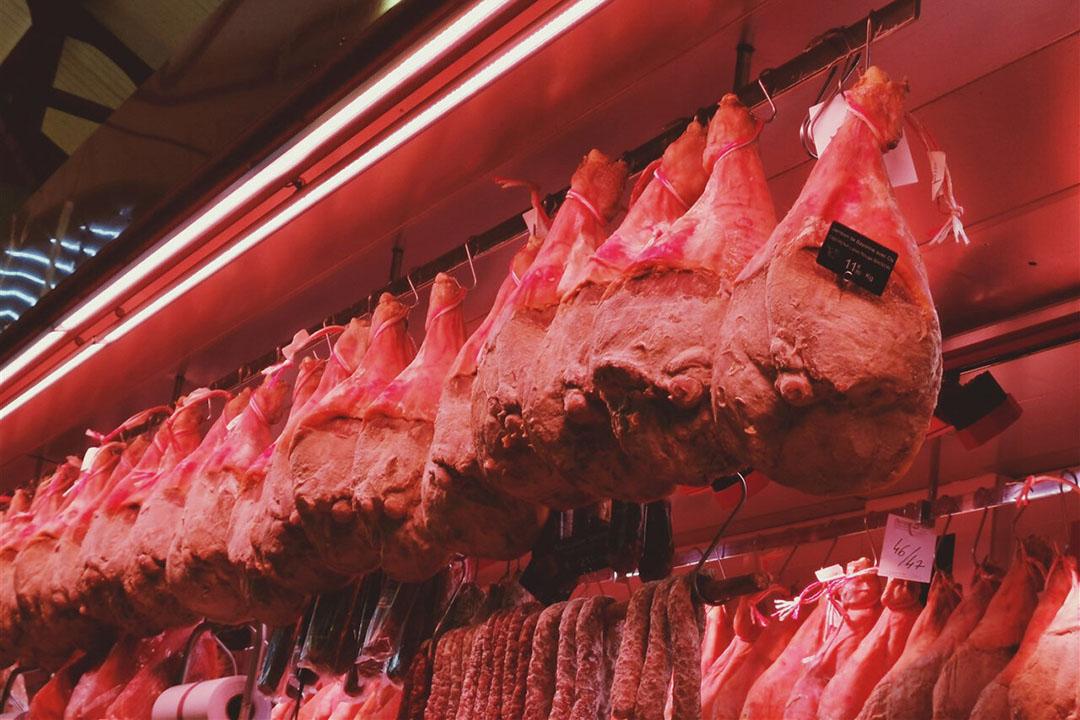 Studie: corona overleeft op gekoeld en bevroren vlees
