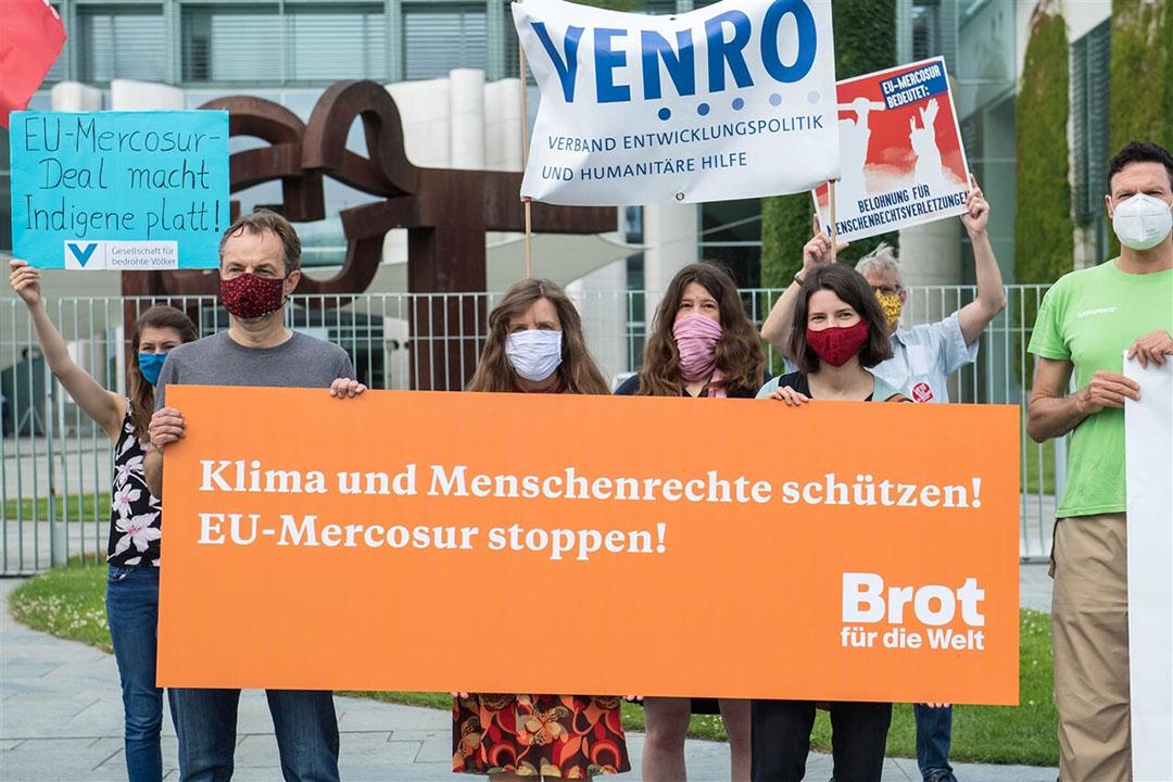 De protesten tegen Mercosur zijn al lange tijd gaande, zo ook in juni 2020 in Berlijn waar onder meer beorenorganisateis protesteerden. - Foto: ANP