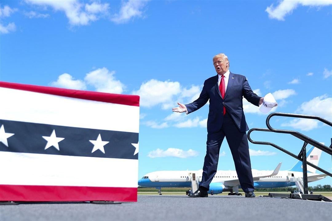 President Trump komt aan op het vliegveld Mankato in Minnesota. - Foto: ANP