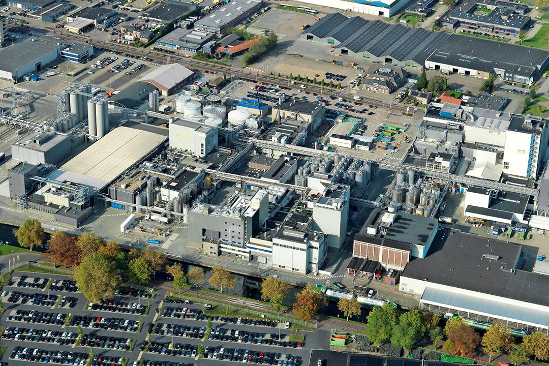 Productielocatie van FrieslandCampina in Veghel. - Foto: Izak van Maldegem/ Sky Pictures