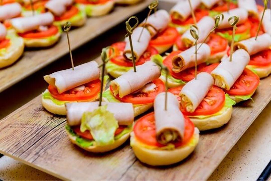 Frans vleeswaren- en cateringbedrijf in het rood