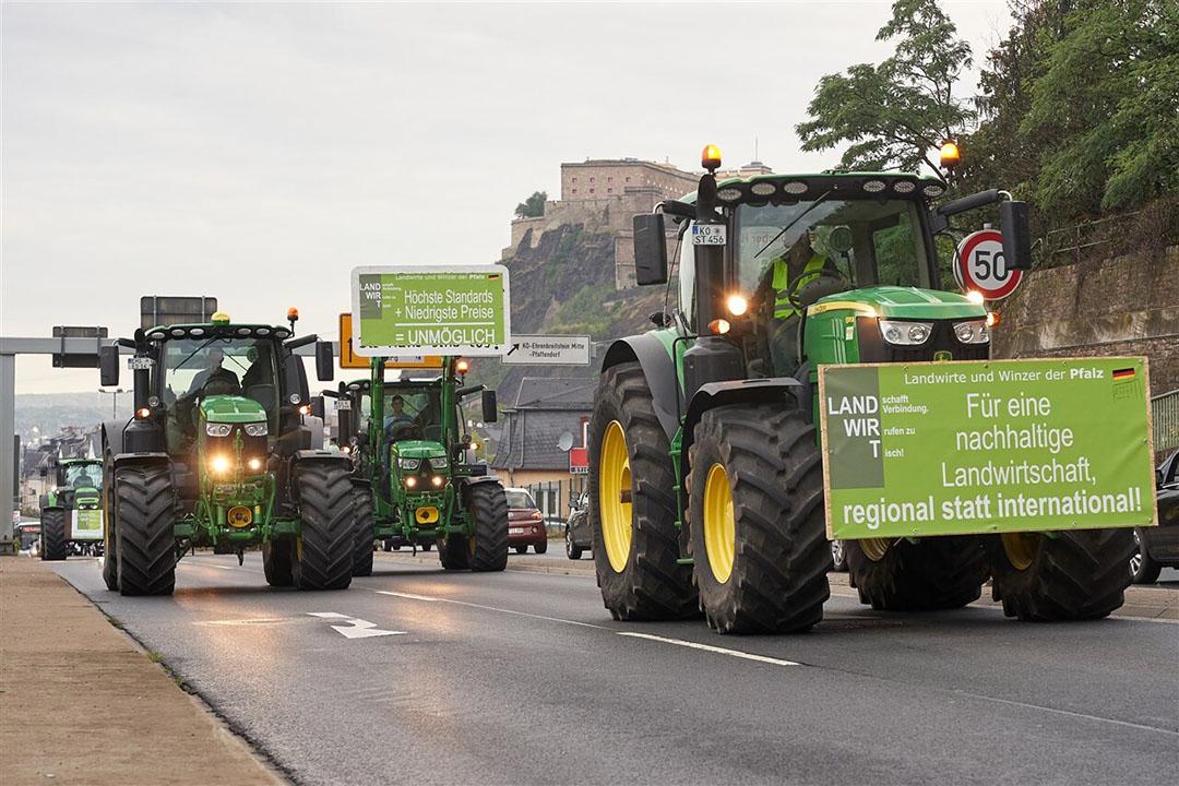 Boerenprotest tijdens het beraad van landbouwministers in Koblenz, Duitsland. - Foto: ANP