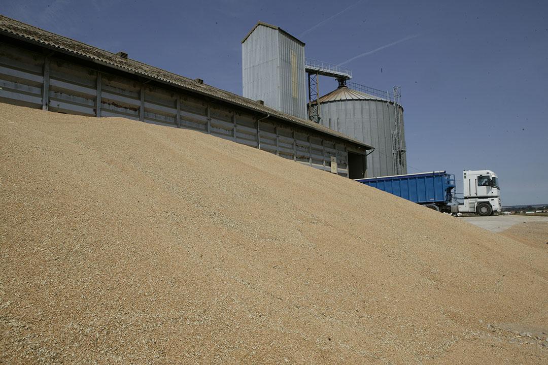 Een graanopslag in Frankrijk. Granen namen daarmee meer dan €5 miljard van de totale agrarische export voor hun rekening. Foto: Mark Pasveer