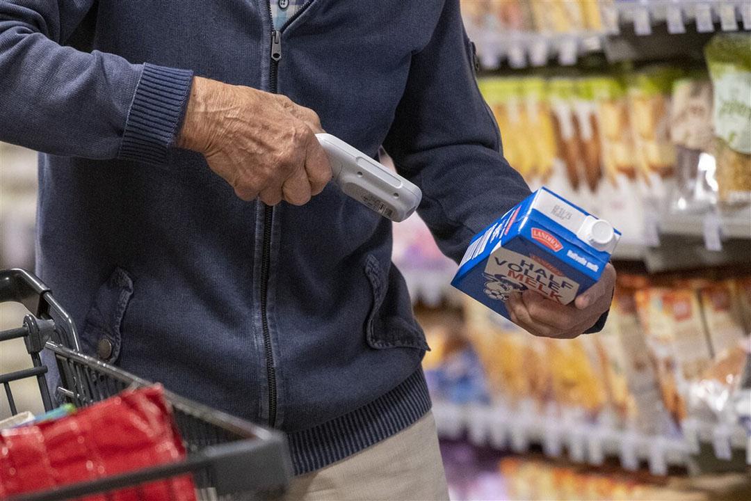 Zuivelconcern DMK bijvoorbeeld zag de supermarktafzet in de voorbije maanden met 30% stijgen. Zoiets hebben meer zuivelbedrijven ervaren. - Foto: ANP