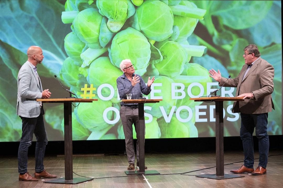 Tjeerd de Groot (D66, links) en Jan Cees Vogelaar (St. Mesdagfonds, rechts) in Pakhuis De Zwijger, Amsterdam, in debat over de toekomst van de Nederlandse landbouw. Het debat was georganiseerd door de boerenorganisatie Agractie. - Foto: ANP