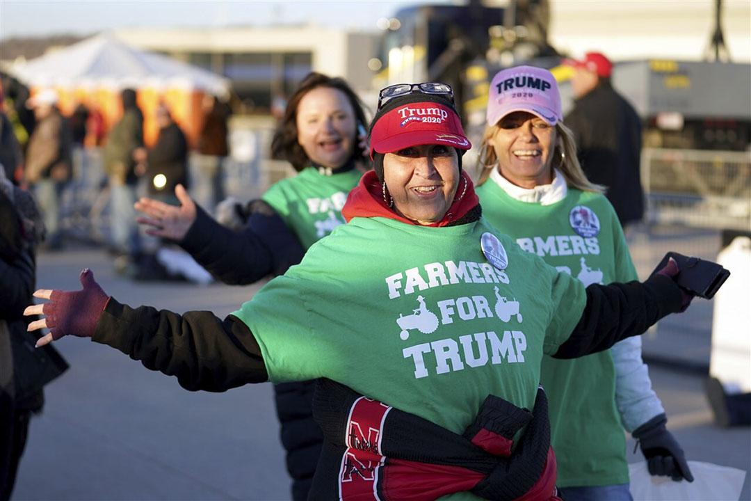 Boeren die Donald Trump steunen op weg naar een verkiezingscampagne in de staat Nebraska dinsdag 27 oktober. - Foto: AP Photo/Nati Harnik