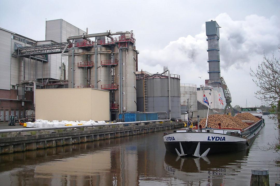 Archieffoto van bietenvervoer per schip. Volgende week start een pilot met bulk- en containervervoer van bieten over het water vanuit Zuid-Limburg. Foto: Cosun Beet Company