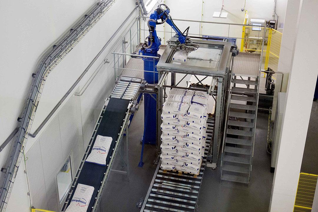 Melkpoederfabriek van Vreugdenhil Dairy Foods. Dit zuivelbedrijf en FrieslandCampina zijn belangrijke producenten van fat filled melkpoeder. - Foto: Herbert Wiggerman