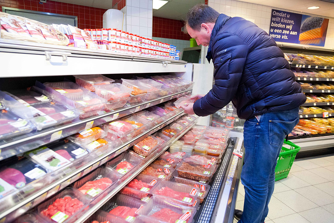 Alleen wanneer consumenten bewust kiezen voor duurzaam geproduceerd voedsel en hiervoor willen betalen, kunnen wij verder verduurzamen, zegt columnist Anita Heijdra. - Foto: Joris Telders