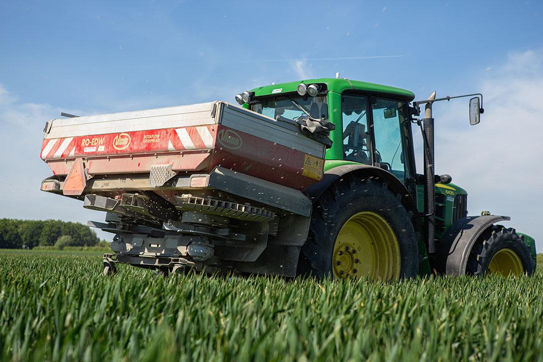 De bijdrage uit de landbouw wordt vooral toegeschreven aan het gebruik van stikstofkunstmest. Foto: Peter Roek