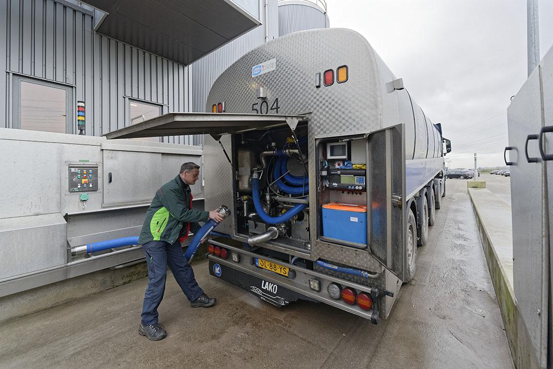 RMO levert melk af bij kaasmakerij Cono in West-Beemster. - Foto: Lex Salverda
