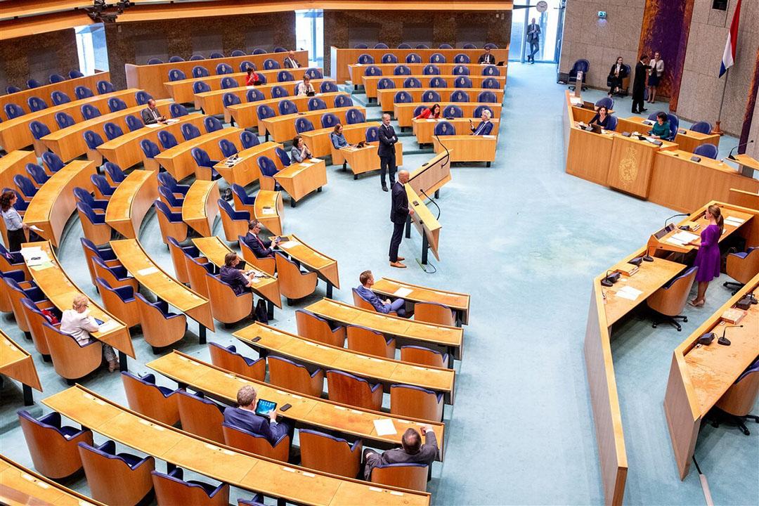 Zowel linkse als rechtse partijen blijken tijdens een debat tegen de mestplannen van minister Schouten. - Foto: Novum RegioFoto/Dirk Hol