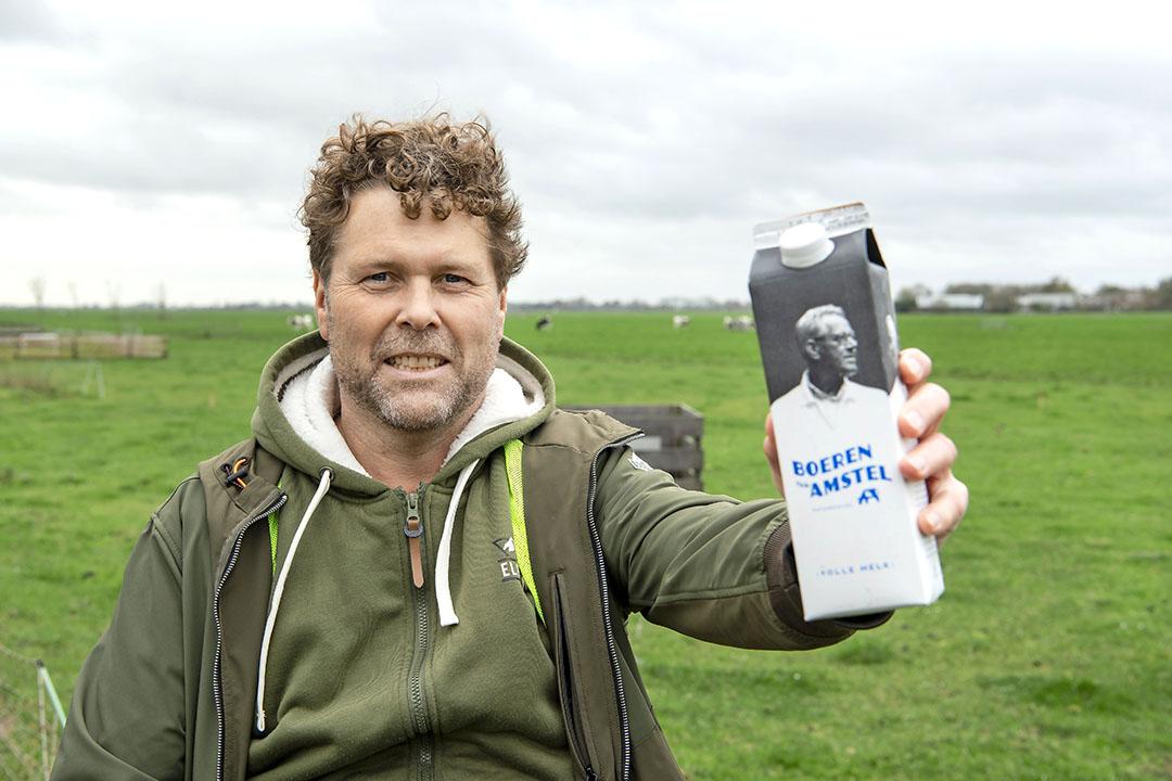 """Michel Penterman: """"Wie onze melk drinkt, zorgt ervoor dat het Amstelland in stand blijft."""" Foto: Cor Salverius"""