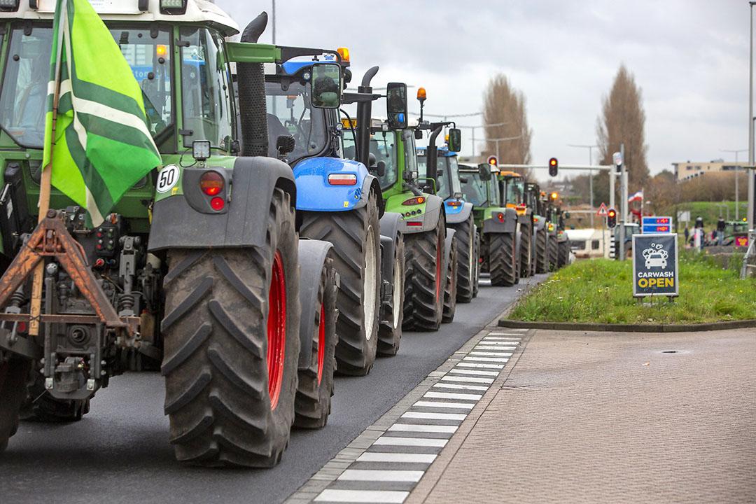 Boeren kwamen met ruim 2.000 trekkers naar Den Haag, maar het actiemiddel lijkt aan kracht in te boeten. - Foto: Roel Dijkstra Fotografie/Marc Heeman