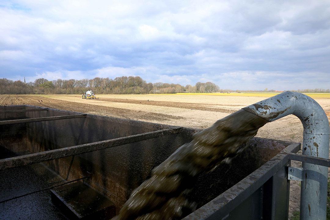 Er was om uitstel van invoering van de digitale mestbon gevraagd om problemen bij de voorjaarsaanwending van mest te voorkomen. - Foto: Henk Riswick