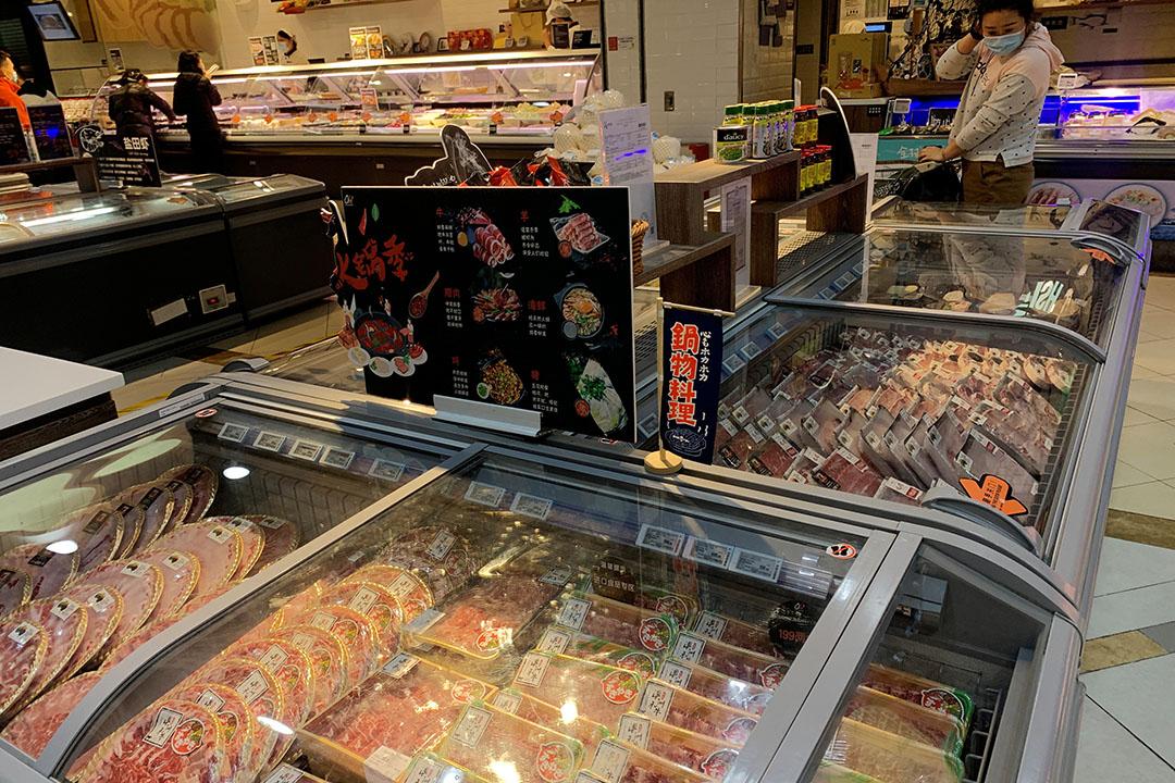 Winkelschap in China met bevroren vlees. - Foto: Reuters