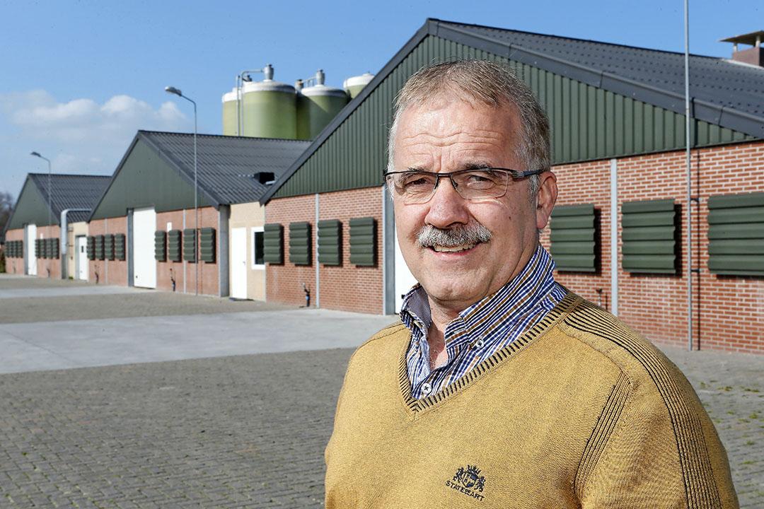 """Jan Verhoijsen: """"Op dit moment is er in mijn ogen een overaanbod. Vlees wordt nu op de markt gedumpt voor prijzen waar wij de kuikens niet voor kunnen produceren.""""- Foto: Bert Jansen"""