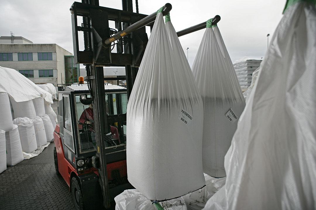 Opslag van kali in bigbags. Foto: Jan Willem Schouten