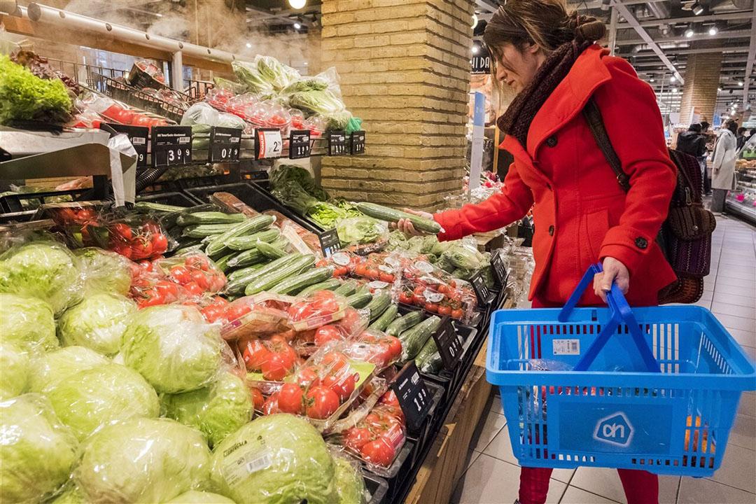 68% vindt het onzin dat komkommers of paprika's in plastic worden verpakt voor de verkoop. Foto: ANP