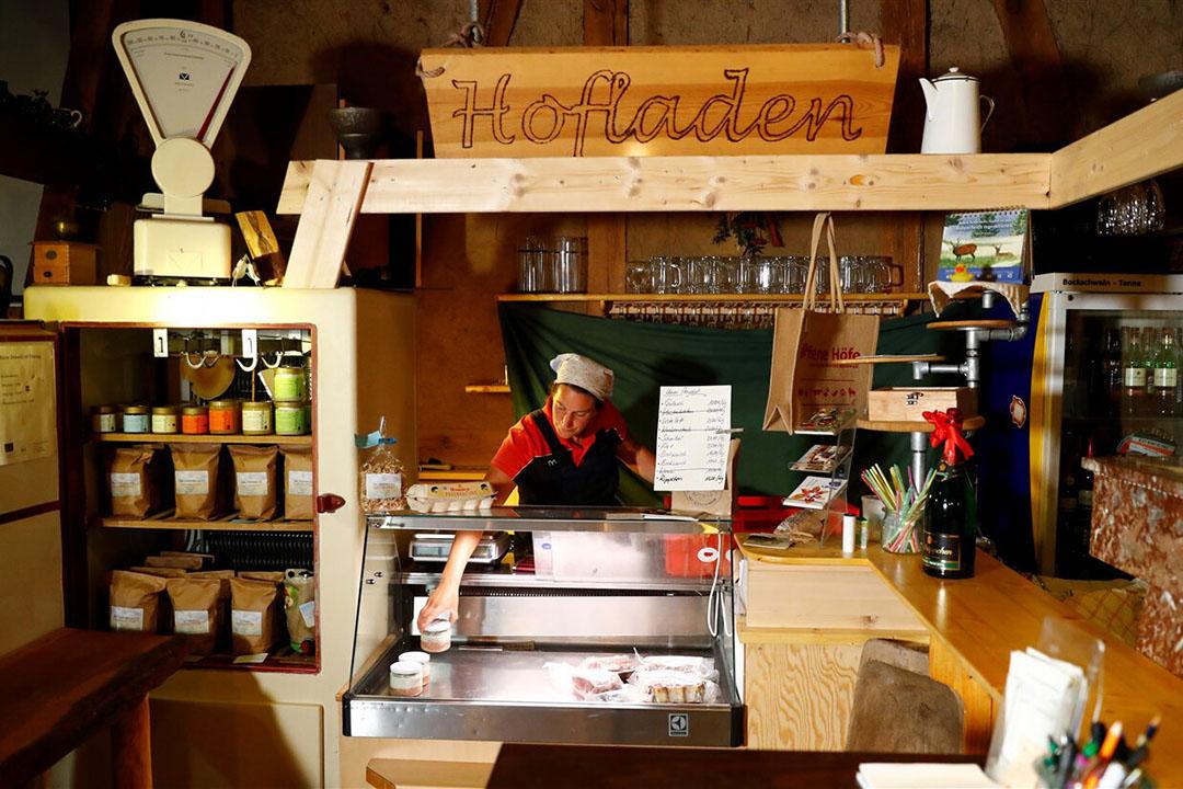 Een Boerderij-winkel in Duitsland. De consument gaat de komende jaren voor meer lokaal geproduceerd voedsel. - Foto: ANP
