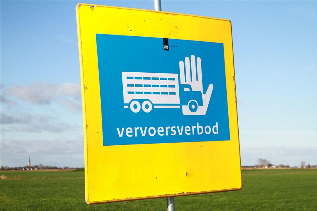 Er is een vervoersverbod afgekondigd voor een straal van 1 kilometer rond het met vogelgriep besmette bedrijf in Den Bommel. - Foto: ANP