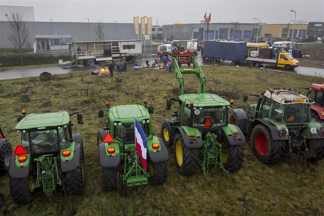 Boeren protesteren bij distributiecentrum van Jumbo in Raalte.- Foto: ANP