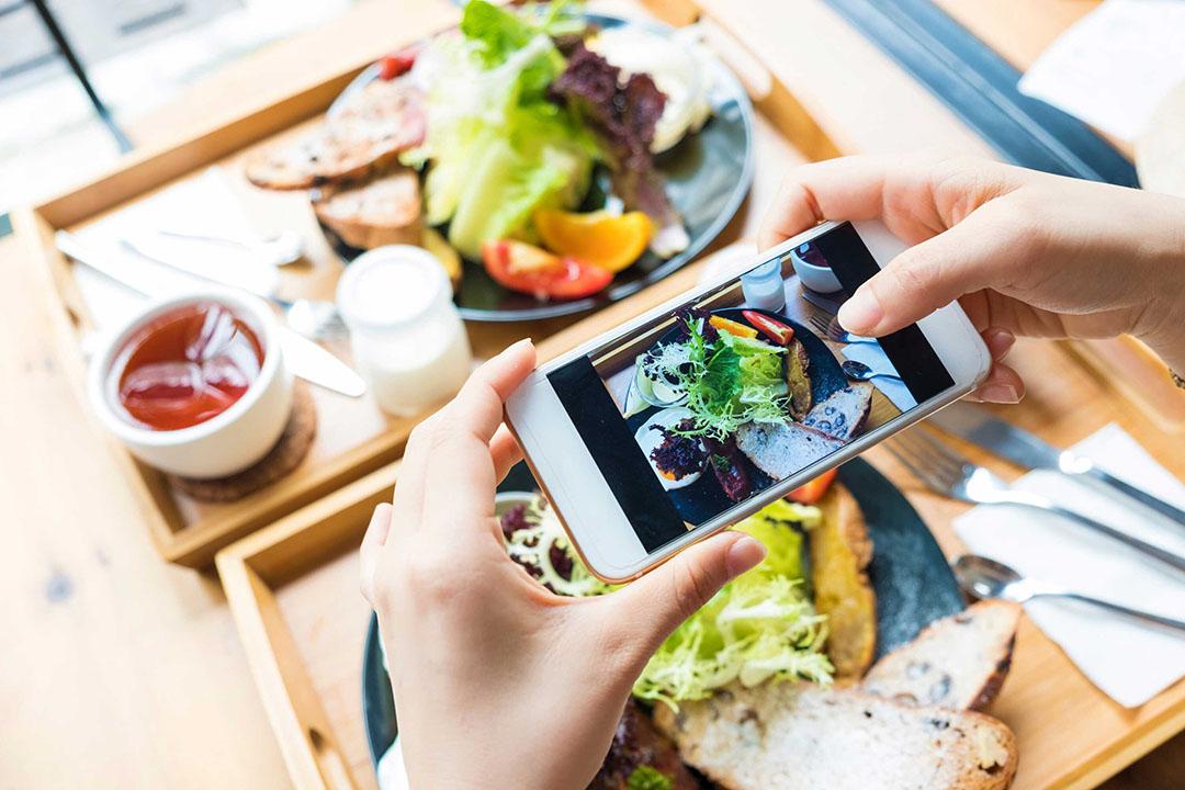 Een klein leger aan foodbloggers of -influencers is elke dag bezig om hun foodinspiratie te delen. - Foto: Canva/shih-wei