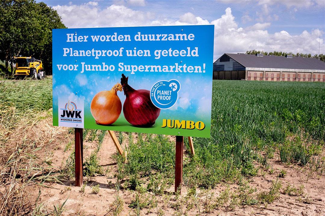 Supermarkten bepalen de voorwaarden waarop voedsel wordt geproduceerd én ze bepalen de prijzen. - Foto: Dirk Hol/Novum RegioFoto