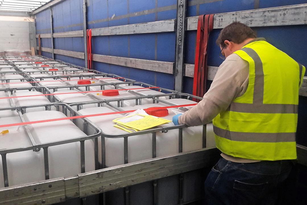 In juni hebben internationale opsporingsinstanties in een gecoördineerde actie onder leiding van Europol 1.346 ton aan illegale gewasbeschermingsmiddelen van de markt gehaald. Bij de actie waren 26 EU-landen betrokken, waaronder Nederland. Foto: Europol
