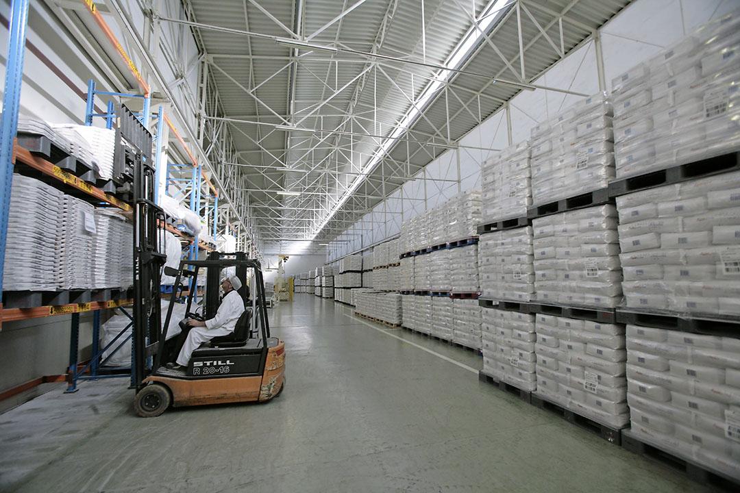 Opslag van suiker bij Suikerunie in Dinteloord. De wereldproductie neemt in seizoen 2020-'21 toe. - Foto: Koos Groenewold