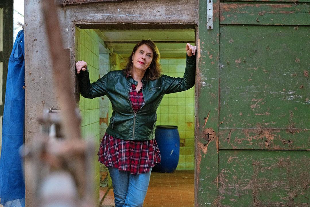 """Irene van der Aart: """"Ik houd mensen een spiegel voor. Zowel boeren als mensen uit de stad."""" - Foto: Hans Prinsen"""