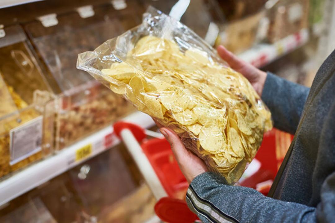 In de retail wordt vooral chips verkocht met een aandeel van 39% in de supermarktverkopen. - Foto: Canva