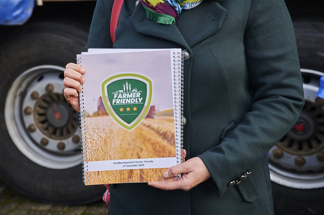 Farmers Defence Force overhandigde in november 2020 hun plan voor een Farmer Friendly-keurmerk aan het CBL. - Foto: ANP