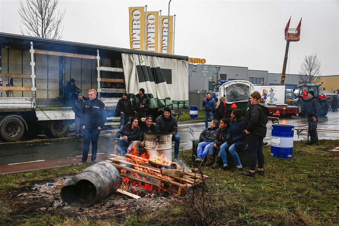 Boeren blokkeerden op 12 december een distributiecentrum van Jumbo in Raalte. Foto: ANP